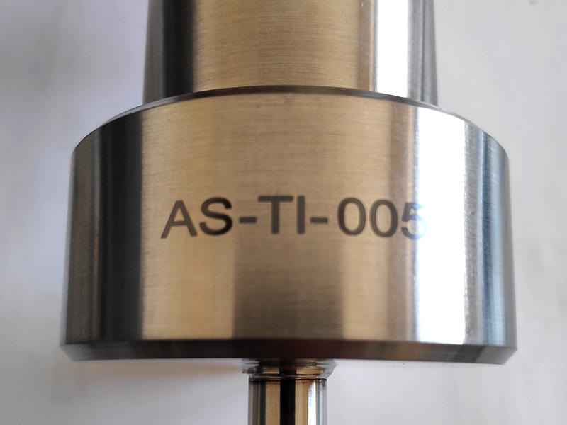 Marquage noir, Gravure laser, sur Titane
